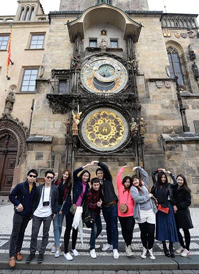 Students-Exchange-Program_400x550